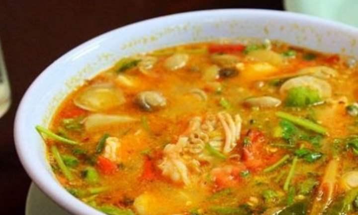Нежирный овощной суп на мясном бульоне