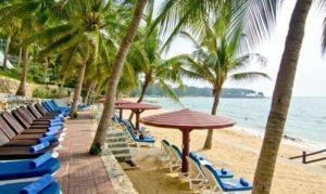 Пляж при отеле