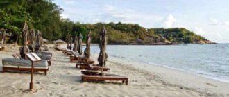 Самуи – небольшой тропический остров. Является одним из популярных островов в Тайланде, который расположился на юго-востоке страны в Сиамском заливе в 40 километрах от материковой части. Площадь его составляет около 230 кв.км. Остров имеет одноименный аэропорт, который принимает не только внутренние, но и международные рейсы. Центральная часть острова представляет собой горную возвышенность, заросшую густыми джунглями, а низменности расположены вдоль морского побережья, по которому идет дорога, соединяющая все пляжи по кругу.