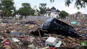 Разрушения от цунами 2004