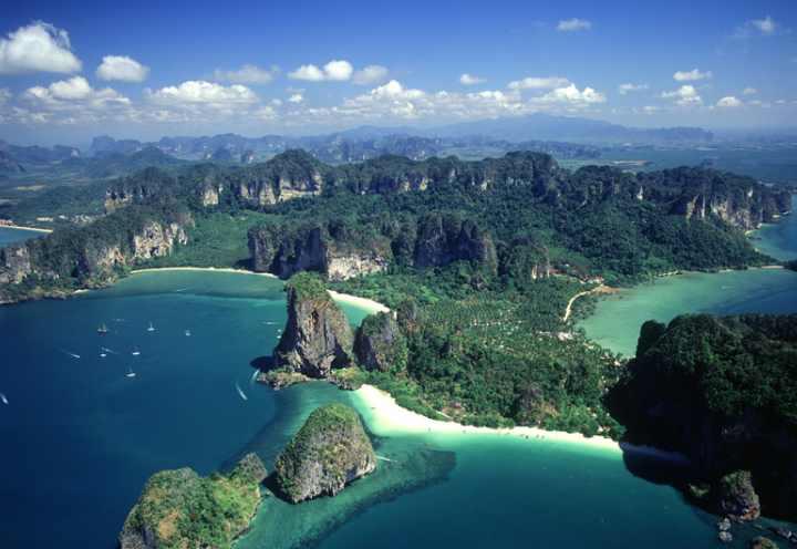 На самом деле островов в Таиланде довольно много