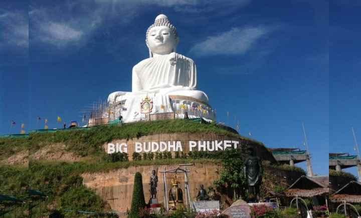 белого цвета фигура Будды