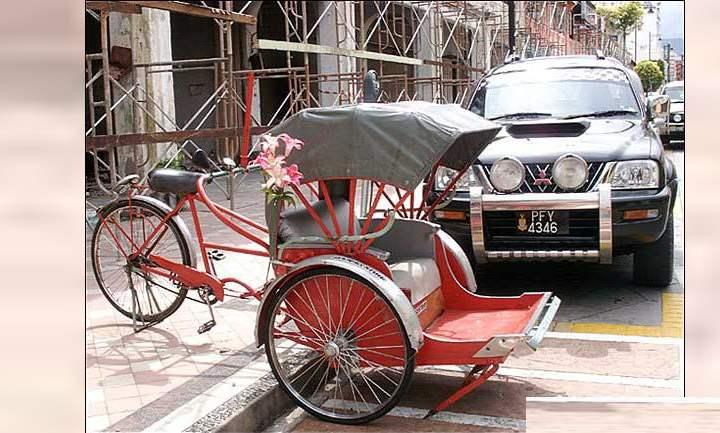 Многие побаиваются двухколесного транспорта и считают, что автомобиль надежнее