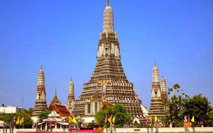 Вид на храм издалека
