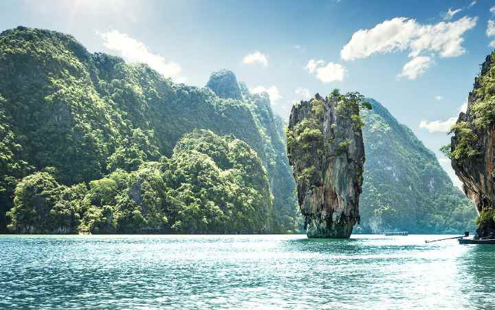 Отдыхающие на территории залива Пханг Нга туристы