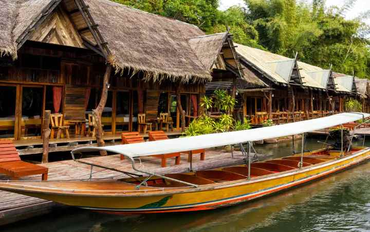 Путешествуя по реке на лодке