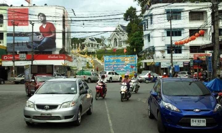 В городах на центральных улицах можно встретить множество местных небольших компаний