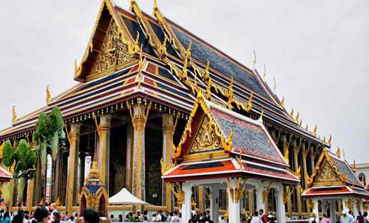 Еще немного о легендах происхождения и реальной истории статуи Изумрудного Будды.