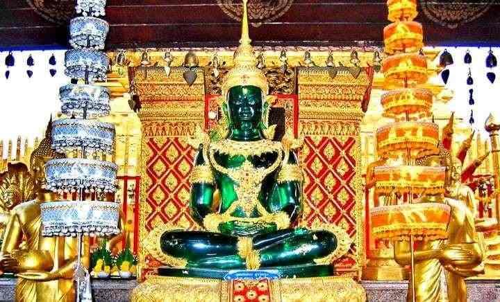 статуэтка Изумрудного Будды была создана на территории нынешнего Тайланда