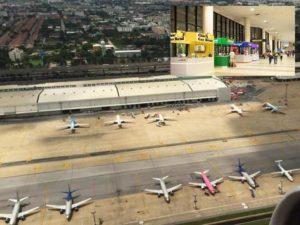 Пассажиры, прибывшие в аэропорт Донг Муанг
