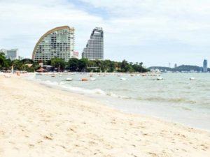 пляж с белым песочком