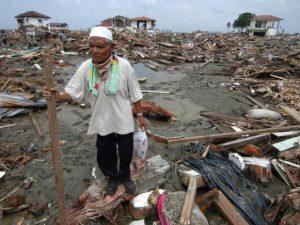 Общее число жертв этого ужасающего катаклизма только в странах Юго-Восточной Азии составило около 300000 человек