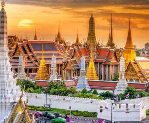 территорию дворца стали пускать и туристов для их ознакомления с историей Тайланда